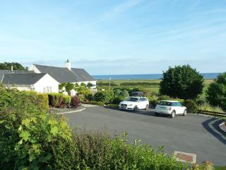 Gorwel 5 * Holiday Cottage with Hot Tub - sleeps 8, Pwllheli