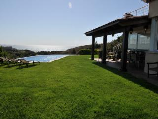 Luxury Villa with Large Privat Pool. Superb!