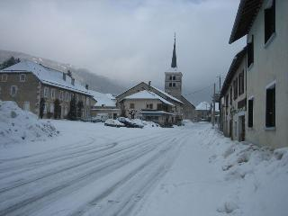 Hotonnes high street in Winter