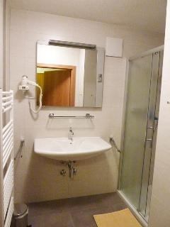 Haus Jonghof Apartment 2 - 2nd bathroom with shower and sink