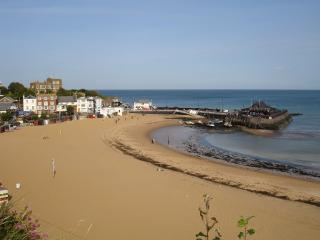 Broadstairs Viking bay 3 minute walk