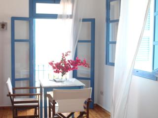 Iconpainter Apartments, Koroni