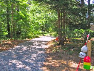 Set well-off a quiet road, very peaceful, The Cherry Suite, Cottage Guest, Eastham, MA, Cape Cod