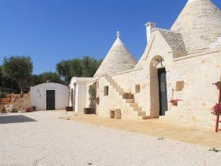 Outdoor Trullo L'Ulivo with studio background  (4 + 2 + 2 guests)