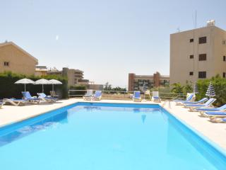 2 bedr. Apartment & pool near sea. Tourist area, Limassol