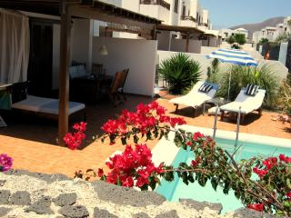 New> 2 Holiday Rooms free Wifi + 130m2 Pool Terass