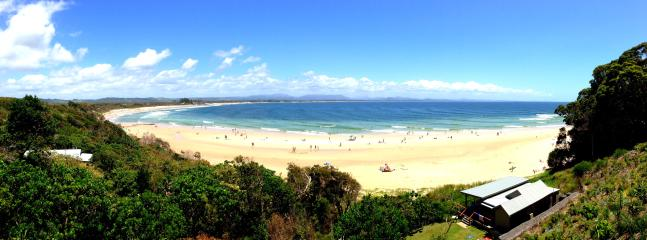 Clarkes Beach - 10 mins flat stroll from Toby's