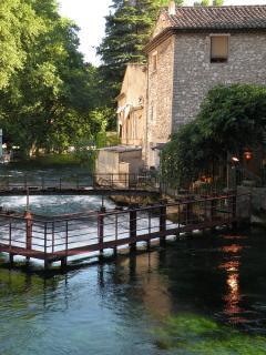 Fontaine de Vaucluse (5km)