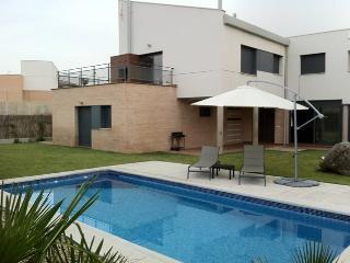 Casa de 4 dormitorios con Piscina en Layos