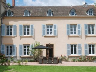 Maison Les Bardons with pool