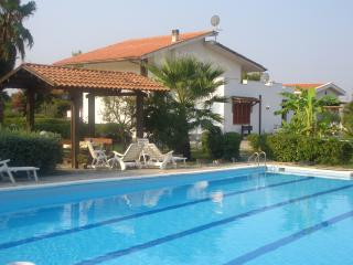 VILLA LUCIA with pool and tennis basket c Brindisi