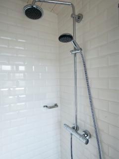 Douche salle de bain (1er étage)