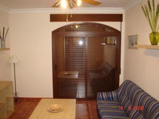 Apartamento de 90 m2 de 1 habitación en Guaro (C
