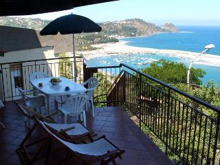 Casa Vacanza con incantevole vista mare ed Isole Eolie