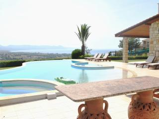 ELITE - 6 Bedrm - Brilliant Luxury Villa Sleeps 14, Argaka