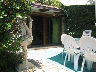 Cozy Apartment 10 min walk from beach, Ansedonia