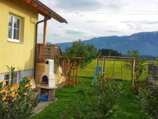 Garten mit Terrasse und Grill zum Appartement