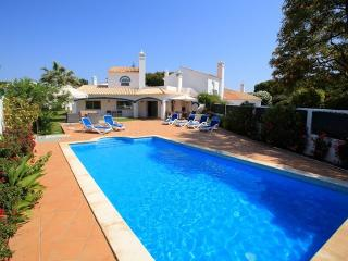 Dunas Douradas villa, large heated pool, WI-Fi, beach easy walking distance