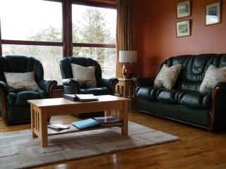 MacKenzie Cottage, cosy warm, seaview, rural area, Carbost