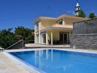 Stunning 4 bed villa with pool, Arco da Calheta