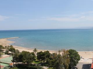 Terraza  con vistas al mar. A 50 mts. playa raco
