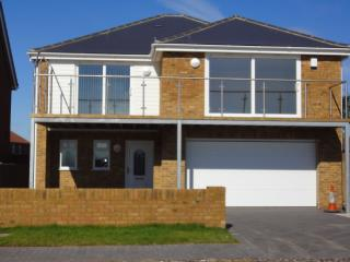 Superb house, amazing sea views, games room, wifi, Littlestone-on-Sea