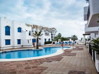 Modern 2-bed, 2-bath apartment, Puerto de la Duquesa