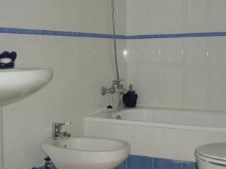 Bathroom with bath, shower, bidet and WC.
