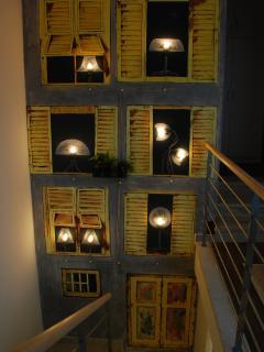 verso il primo piano. murales illuminato a led