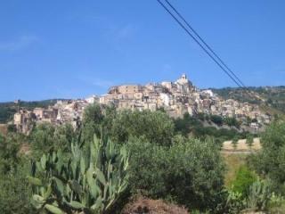 Piso en Burgo Medieval cerca del mar. Apartamento en Badolato .