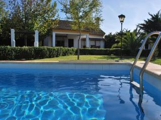 CORTIJO ANDALUZ, private pool, 5-6 guests, 700m beach
