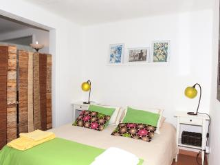 Belém Studio + 2 bikes+ WiFi + easy parking area 10 min.walk from the train