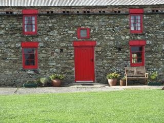 Ty Mortimer,Treginnis Cottages with free WiFi, St. Davids