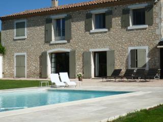 Au Cèdre de Saint Rémy 60m² 1 ch location de charme AC piscine jardin