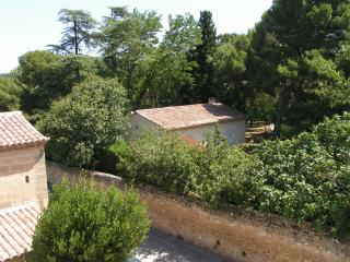 Ideally located and well equipped property, Uzes