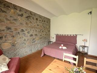 Casalaccio Villa Sleeps 4 with Pool and WiFi - 5229099