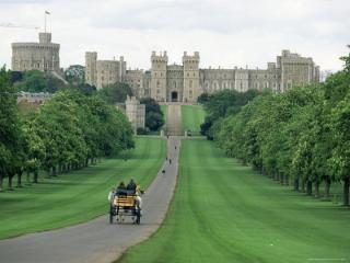 The Royal Windsor Castle from the long walk.