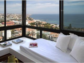 Honneymoon stunning view apt., Estoril