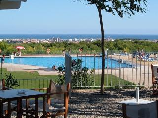 Here can you sit in the sun, having your cocktail enjoying pool with seaviews over the med!*