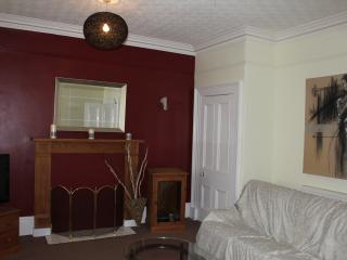 Peebles  SHARED LET  3 Rooms avail 1 double en suit 2 twin singles,+ futon  zbed