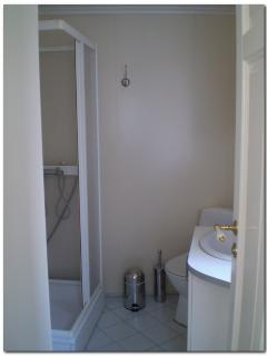 Bathroom (with washing-machine and tumble-dryer)