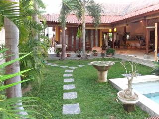 Pool Villa between Seminyak and Canggu on quiet road 200 m. walk to the beach.