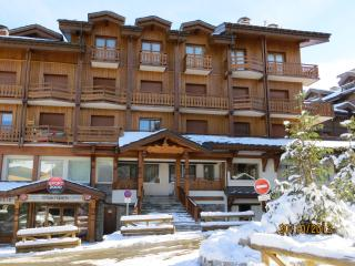 MARQUIS Modern apartment sleeps 4-5 ski-in/ski-out Wi-Fi, Courchevel