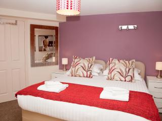 Strawberry Suite with parking, Harrogate