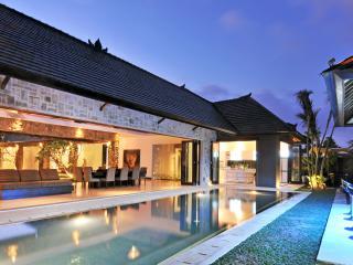 Samudra Raya, 4/5BR Luxury Villa, near Seminyak, Kerobokan