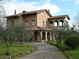 Splendid apartment in Tuscan villa, 3 bedrooms, wi, Siena