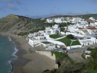 SUPERB 1 BEDROOM APARTMENT, Burgau