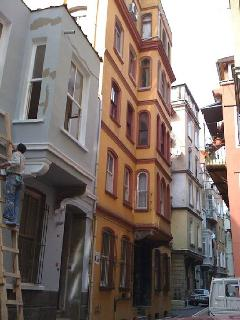 Street / Building
