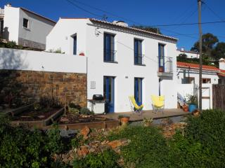 Romantic Retreat in Aljezur Old Town