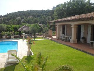 villa spacieuse, piscine privée